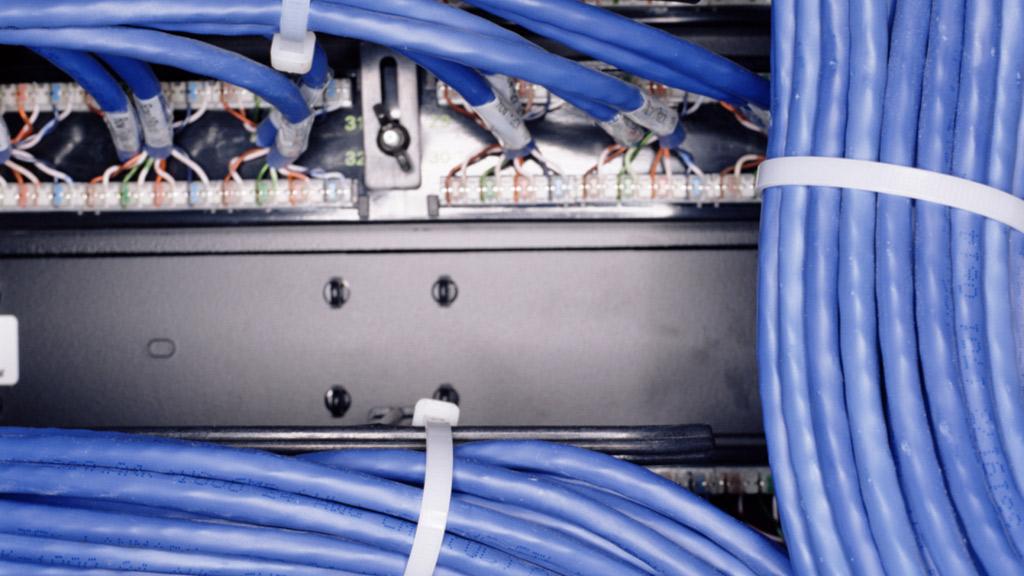 como pasar cable por un tubo