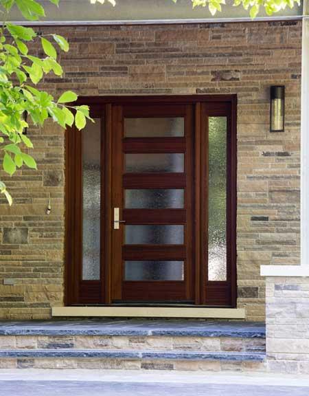 puerta-frente-principal-madera-con-cristal