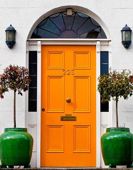 puerta-principal-color-naranja
