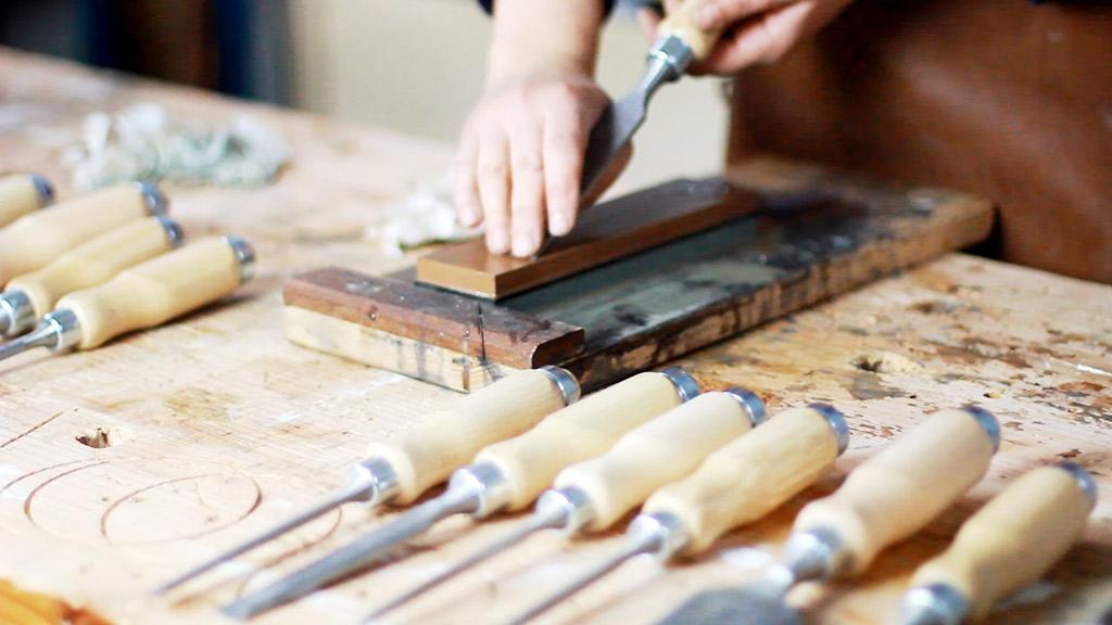 afilar formones y cuchillas para madera