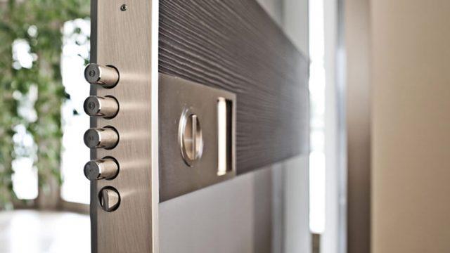 de que estan hechas las puertas de seguridad