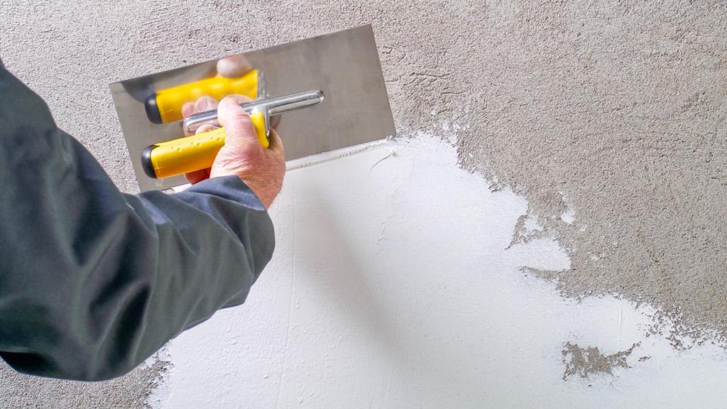 aplicar yeso en pared