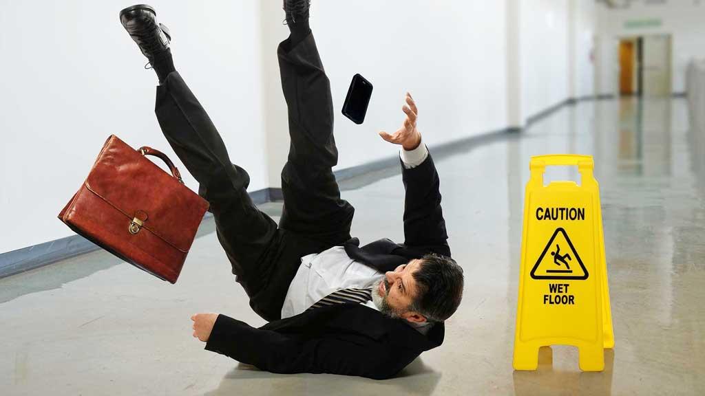 evita pisos resbalosos