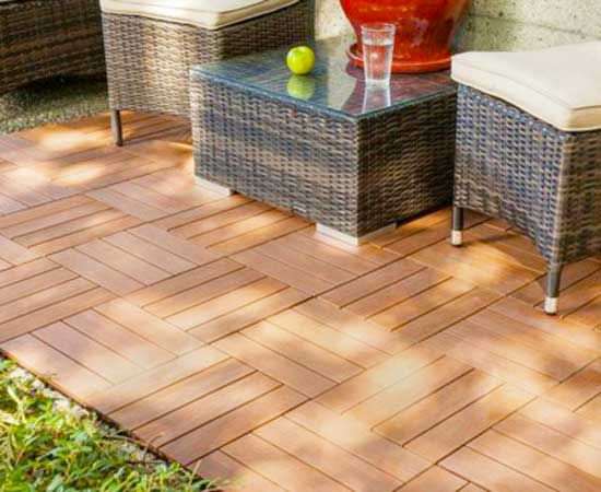 piso-tipo-madera-jardin