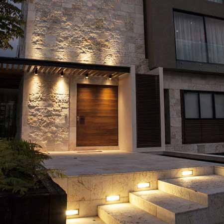 luces-empotradas-entrada-principal
