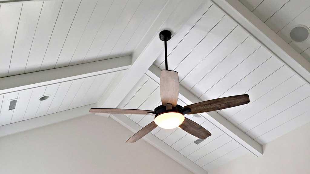 ventilador techo inclinado