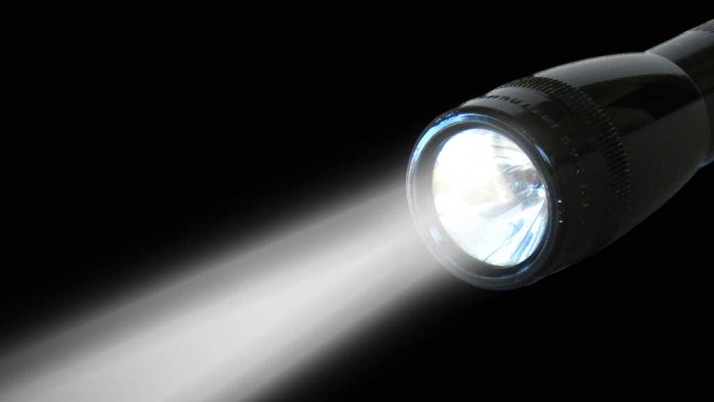como funciona una linterna