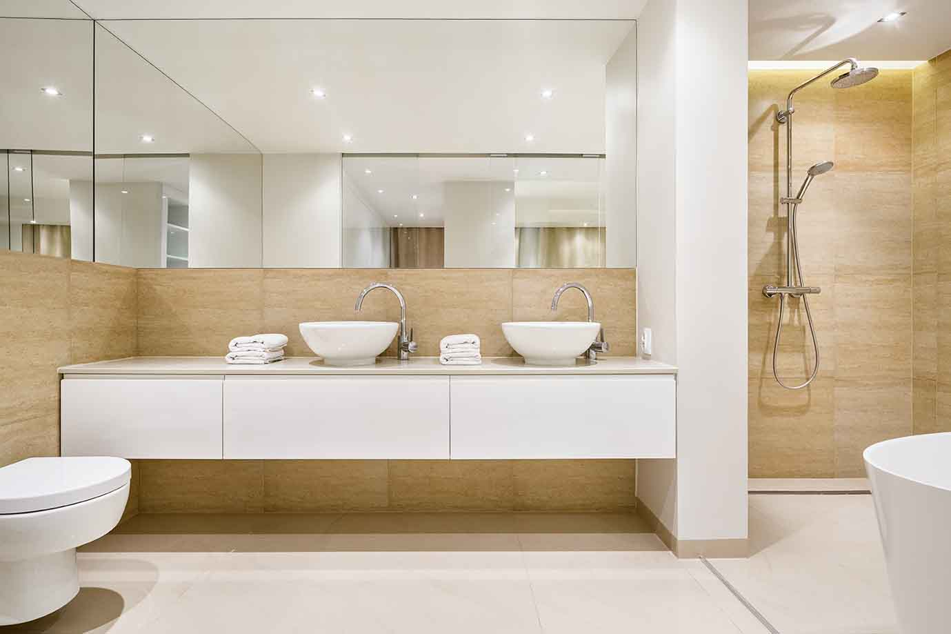 Obtenga un baño más amplio con 3 sencillos consejos