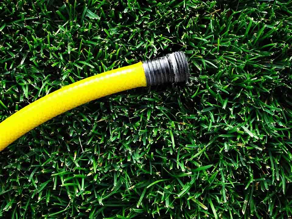 Consejos para seleccionar la manguera ideal para su jardín