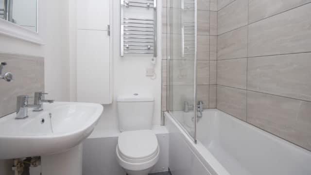 Sabes cómo decorar un cuarto de baño pequeño