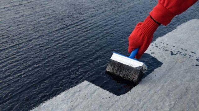 Cómo localizar y reparar las grietas en un techo