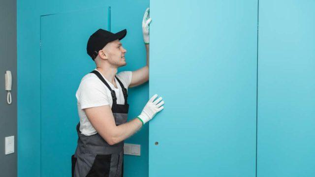 Consejos para reparar una puerta que se atasca