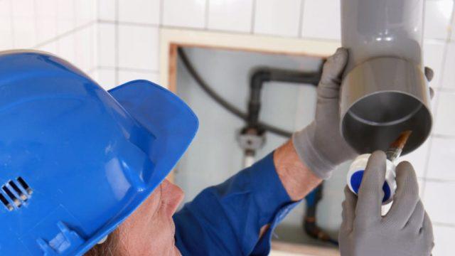 Como reparar una fuga en tuberia PVC sanitario como un profesional