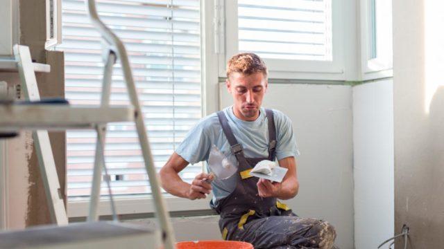 Cómo resanar una pared antes de pintar