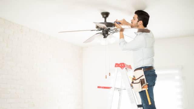 Qué hacer si tu ventilador de techo no mueve aire suficiente
