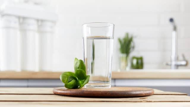 Importancia de contar con un purificador y alcalinizador de agua