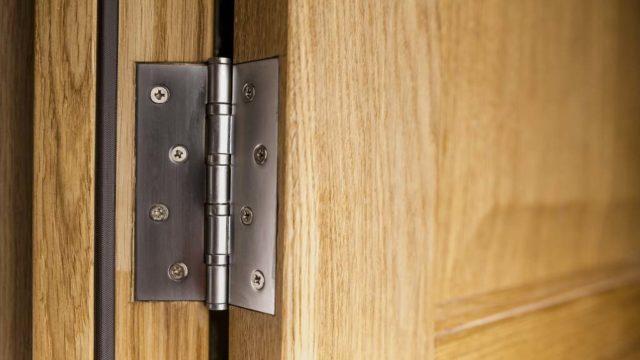 Sabes que accesorios necesitas para complementar tu puerta de caoba1