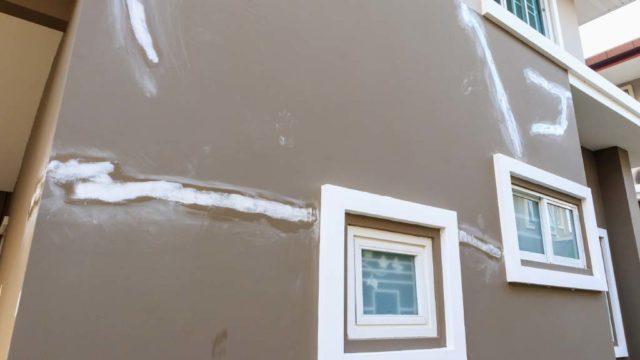 Sabes como reparar las fisuras y grietas de las paredes de tu hogar con yeso3